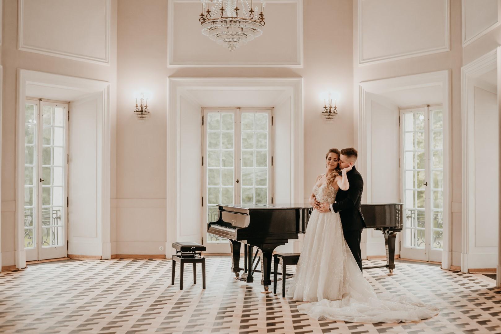 sesja ślubna Pałac w Otwocku Wielkim