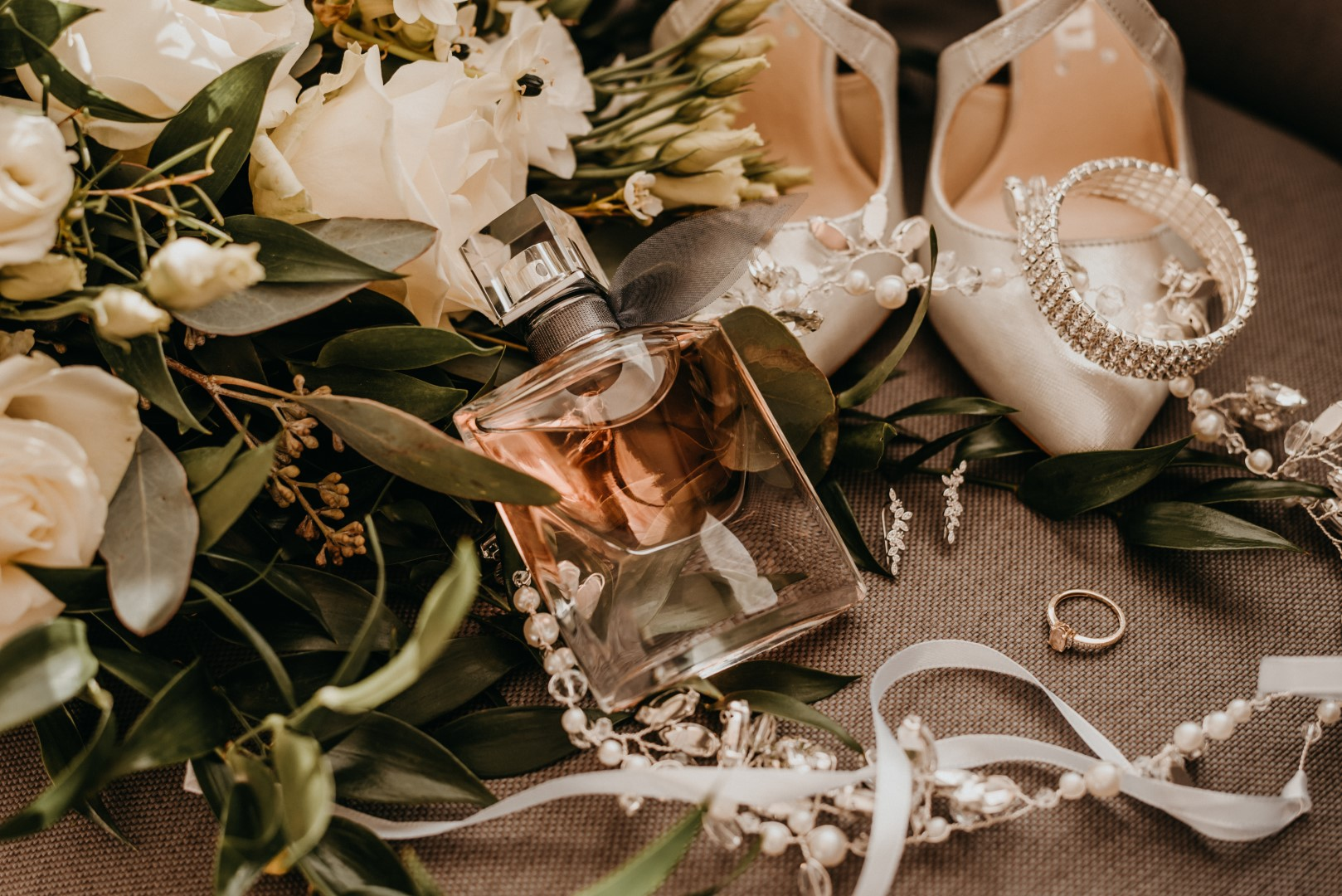 ślub humanistyczny na Mazurach, detale ślubne, panna młoda
