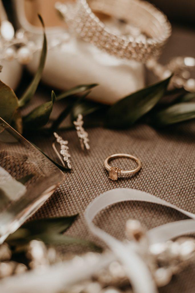 pierścionek zaręczynowy, panna młoda, detale slubne
