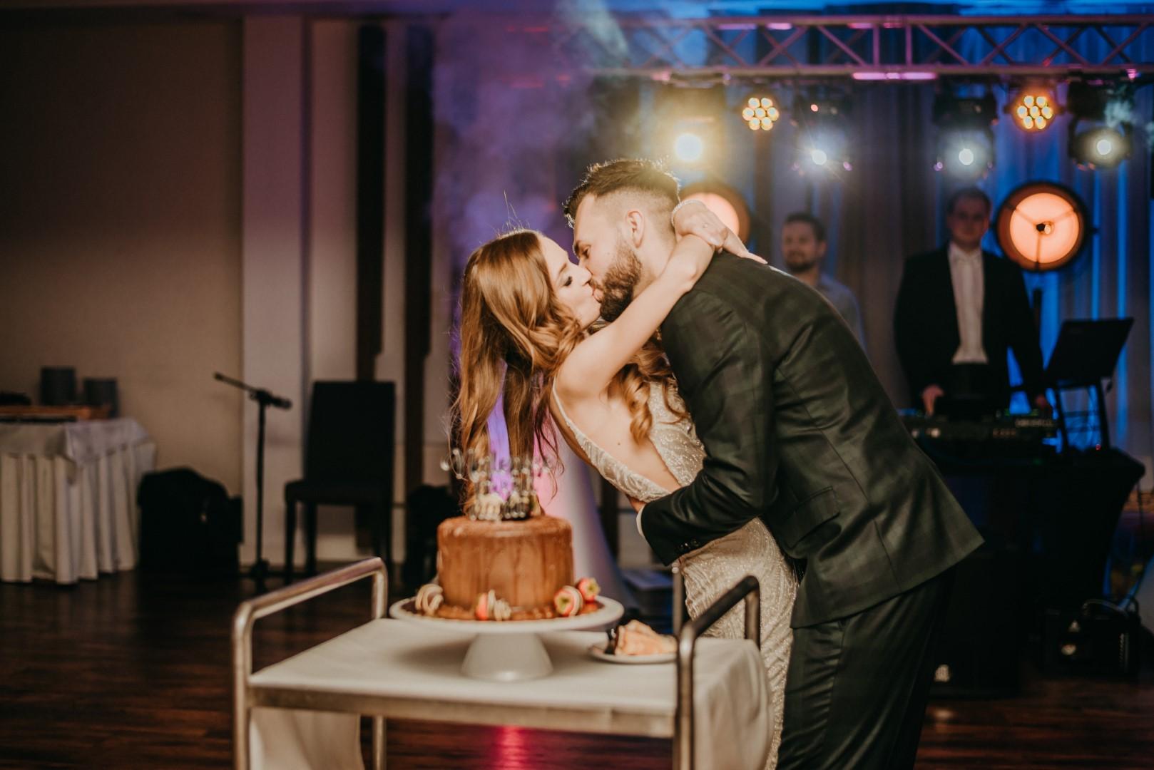 ślub humanistyczny na Mazurach, hotel Mazurski Raj, wesele, tort weselny