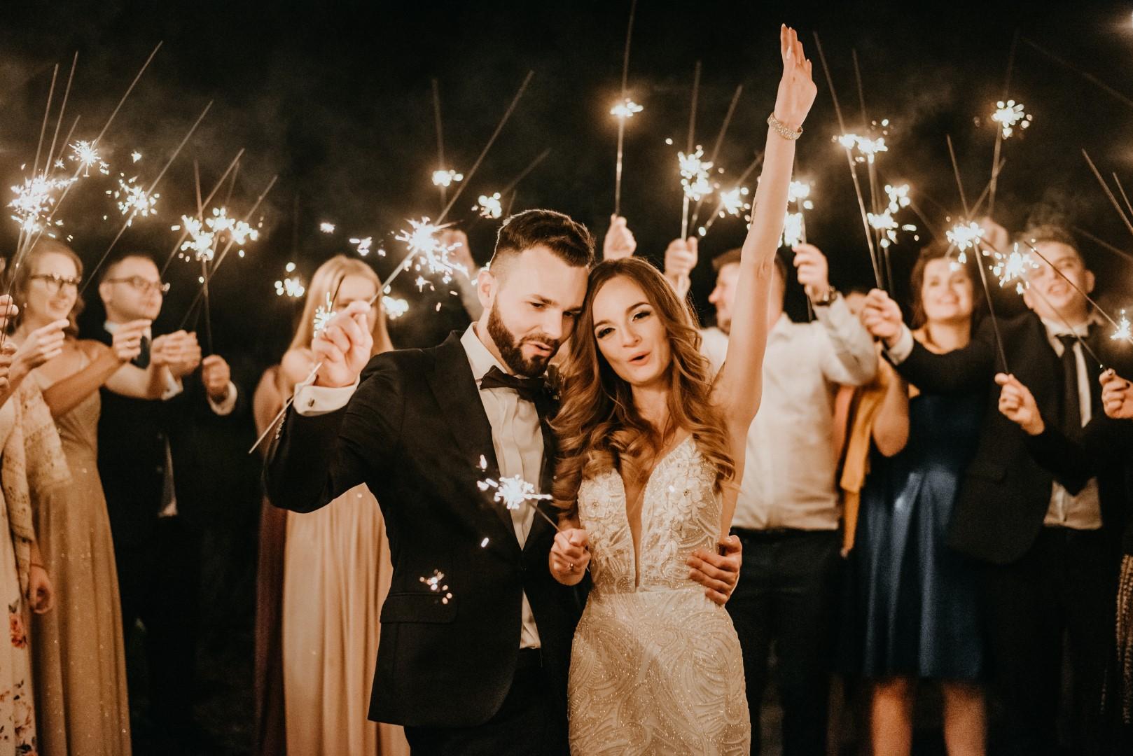 ślub humanistyczny na Mazurach, zimne ognie, wesele